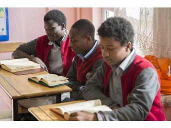 Uluslararası İmam Hatip Lisesi Öğrenci Programı Başvuruları Başladı