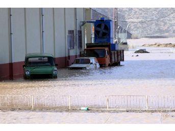Antalya'da Sel Tarım Arazilerini Vurdu