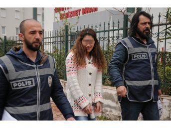 Hırsızlık Zanlısı Genç Kız, Polis Tarafından Suçüstü Yakalandı