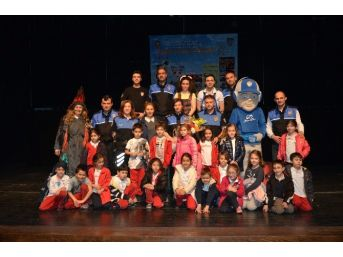 Emniyetten Bin 600 Çocuğa Tiyatro