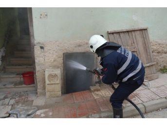 Bursa'da Apartmanın Odunluğunda Korkutan Yangın