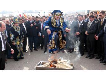 Erzincan'da Vali Ve Rektör Nevruz Ateşinden Atladı