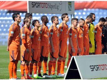 İstanbul Başakşehir 8 Futbolcusunu Milli Takımlara Gönderdi