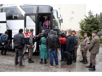 Minibüsleri Arızalan Kaçakları Jandarma Yakaladı
