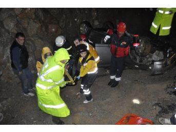 Otomobil Kayalıklara Vurdu: 1 Ölü