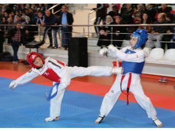 Saruhanlı'da Taekwondo Şöleni
