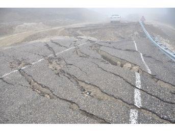 Devrek'te Çöken Yol Onarılmayı Bekliyor