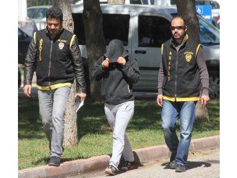 Adana'da Takma İsimle Facebook Sayfası Açıp Fuhuş Yapan Kadın Suçüstü Yakalandı