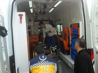 Besni'De Otomobil Devrildi: 4 Yaralı
