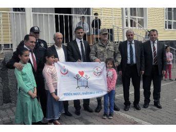 Çelikhan'da Üç Okula Beyaz Bayrak Verildi