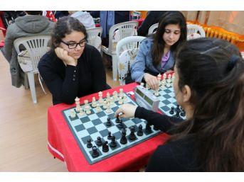 75. Yıl Cumhuriyet Anadolu Lisesi'nde Santraç Turnuvası