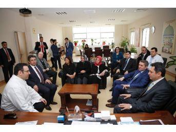 Başkan Karadeniz'den Minik Kanser Hastalarına Ziyaret