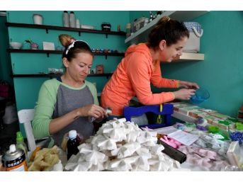 Bodrum'u Yansıtan Kokulu Sabun Ve Taşlar Üretiyorlar