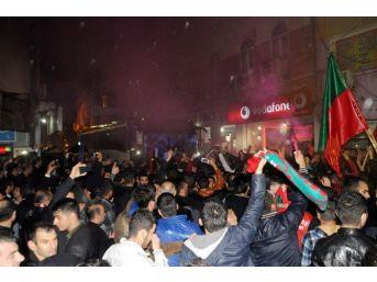 Cizrespor'un Şampiyonluk Sevinci Sokakları Panayır Alanına Çevirdi