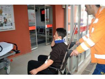 Tekirdağ'da Otomobil Servis Aracına Çarptı: 1 Yaralı