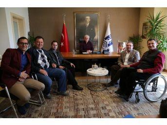 Akademisyenlerden Ve Turizmcilerden Ziyaret