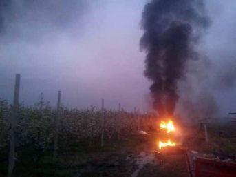 Dona Karşı Meyva Bahçelerinde Saman Ve Lastik Yakılarak Önlem Alındı
