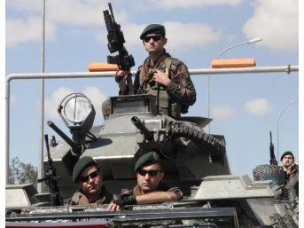 Şanlıurfa'da Polisler Zırhlı Araçlarla Şehir Turu Attı