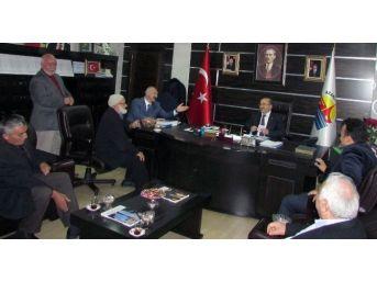Başkan Gümrükçüoğlu, Araklı'da Muhtar Ve Vatandaşları Dinledi