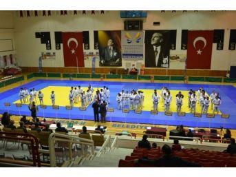 Anadolu Yıldızlar Judo Ligi Finali Kuşadası'nda Yapıldı