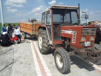 Traktör Römorku Üzerinde Maça Giden Öğrenciler Kaza Yaptı : 17 Yaralı