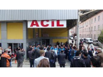 Gaziantep'Te Sağlıkçılar Hemşireye Saldırıyı Protesto Etti