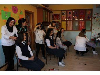 Hem Kursiyerleri Öğrencilere Kuaförlük Yaptı
