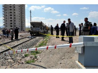 Demiryolunda Raylı Iş Makinesinin Çarptığı Yaya Öldü