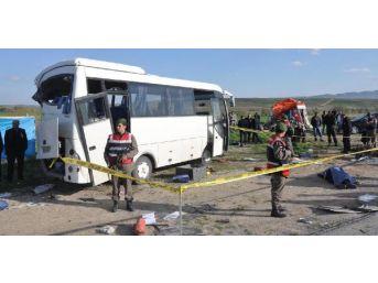 Kamyon Infaz Koruma Memurlarını Taşıyan Midibüse Arkadan Çarptı: 1 Ölü, 9 Yaralı