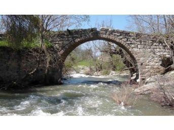 600 Yıllık Tarihi Taş Köprü Yıllara Meydan Okuyor