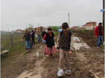 Çarşamba'da Öğrencilerin Çamurla Sınavı
