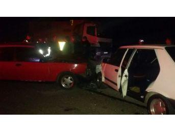 İki Otomobil Kafa Kafaya Çarpıştı: 5 Yaralı