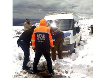 Sincik'te 18 Yolcu Kar Nedeniyle Yolda Mahsur Kaldı
