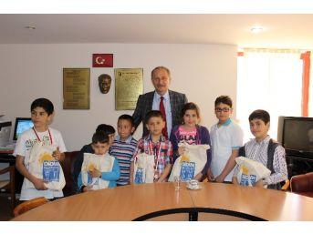Başkan Atabay, Dereceye Giren Öğrencileri Onurlandırdı
