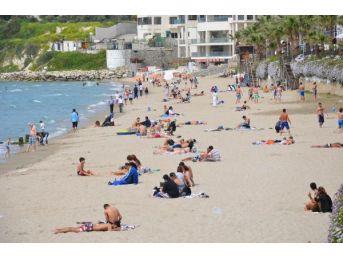 Kuşadası'nda Plajlar Hareketlendi
