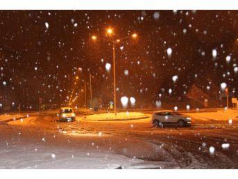 Erzurum, Kars Ve Ardahan'a Yağan Kar Yolları Kapattı