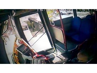 Özel Halk Otobüsü'nün Odun Toplayan 2 Kadını Ezdiği Kaza Kamerada