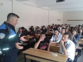 Ödemiş'te Polisler Gençlere Mesleğini Anlatıyor