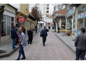 Kahvehane Önünde Silahla Vurularak Öldürüldü