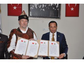 Başkanlar Kardeş Şehir Protokolünü İmzaladı