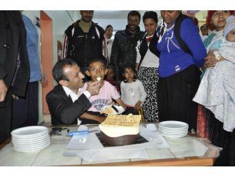 23 Nisan'ı Hastanede Pasta Keserek Kutladılar