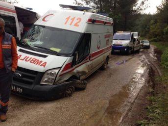 Hasta Almaya Giden Ambulans İle Otomobil Çarpıştı: 2 Yaralı