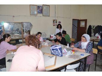 Tunceli'de Ev Hanımlarına Yönelik Kurslar Düzenleniyor
