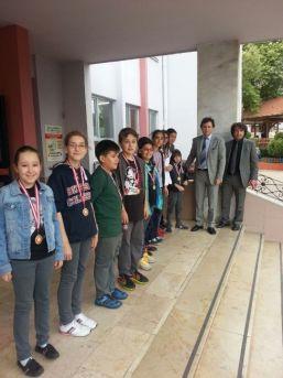 Resimde Bilfen'e 15 Madalya