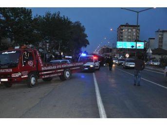 Kavşakta 2 Otomobil Çarpıştı: 1'i Ağır 4 Yaralı...