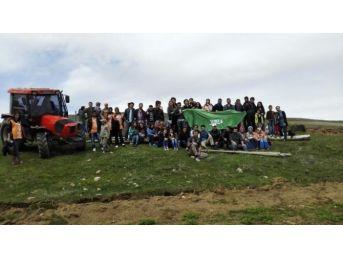 Bayburt Üniversitesi Öğrencileri Üç Bin Fidan Dikti