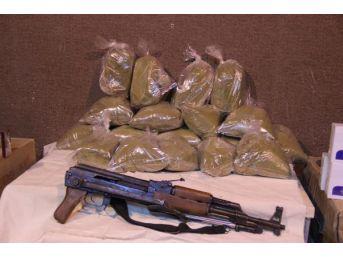 Şanlıurfa'Da Kaçak Silah, Esrar Ve Sigaraya 3 Gözaltı
