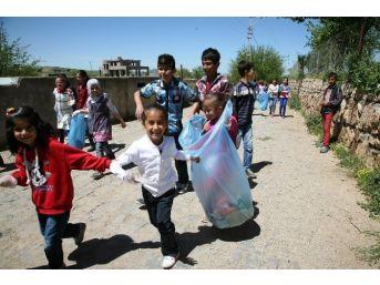 Temiz Çevre İçin Çocuklar Çöp Topladı