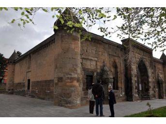 Bitlis Valisi: Diyarbakır'ın Algısı Ne? Kürdistan'ın Başkenti Olmasıyla Tanınıyor