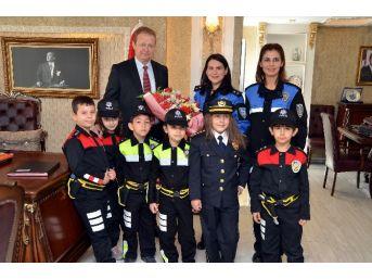 Minik Polislerden Vali Yavuz'a Ziyaret